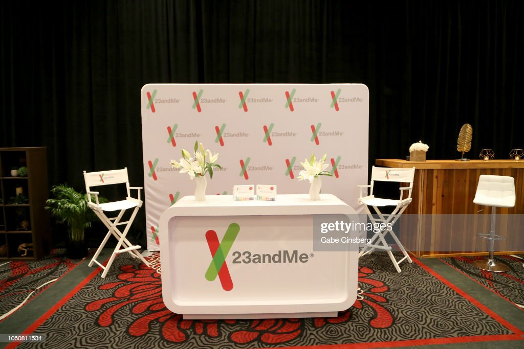 The 19th Annual Latin GRAMMY Awards - Gift Lounge - Day 1 : News Photo