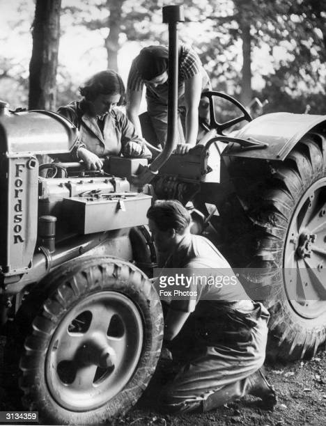 Women's Land Army recruits learn how to service a tractor at the Lancashire Agricultural Institute in the months leading up to WW2