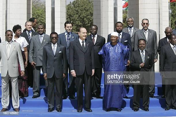 23rd Franceafrica Summit Photo de groupe Jacques CHIRAC posant avec des chefs d'Etat africains à BAMAKO dont le chef d'état malien Amadou TOUMANI...