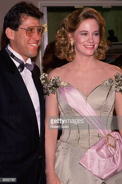American actor Cybill Shepherd poses with her second husband chiropractor Bruce Oppenheim at the Golden Globe Awards Beverly Hilton Hotel Beverly...