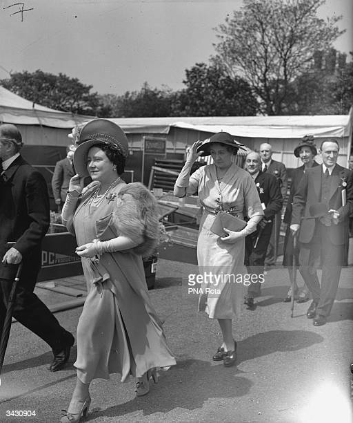 Queen Elizabeth arrives at the Chelsea Flower Show London