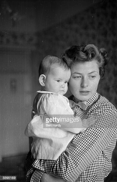 Swedish actress Ingrid Bergman with her elevenmonthold daughter Isabella Rossellini Original Publication Picture Post 6514 Ingrid Bergman's Story pub...