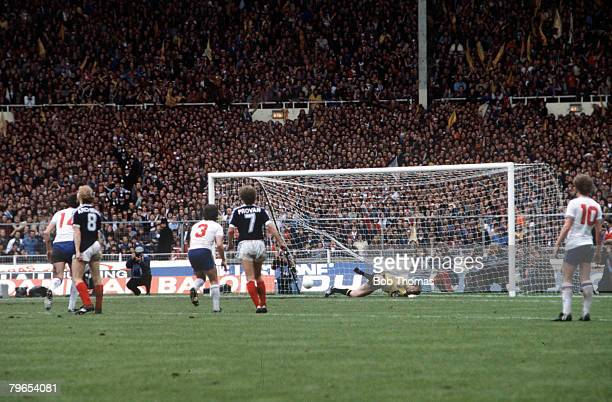 23rd May Home International Wembley England 0 v Scotland 1 Scotland's John Robertson scores the only goal of the game from the penalty spot past...