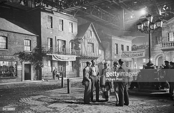 Film-making twins Roy Boulting and John Boulting on the set of the Two Cities film 'Fame is the Spur' with actors Michael Redgrave and Rosamund John....