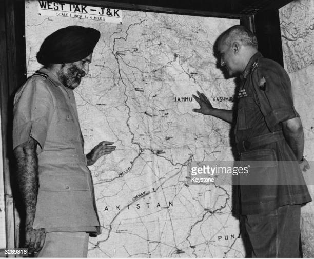 Army general J N Chaudhuri and Air Marshal Arjan Singh at the Defence Headquarters in New Delhi after the ceasefire following thed8 e IndiaPakistan...