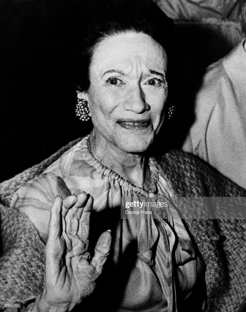 The Duchess of Windsor (nee Bessie Wallis Warfield) (1896 - 1986), dining with friends at the Paris nightclub Maxim's.