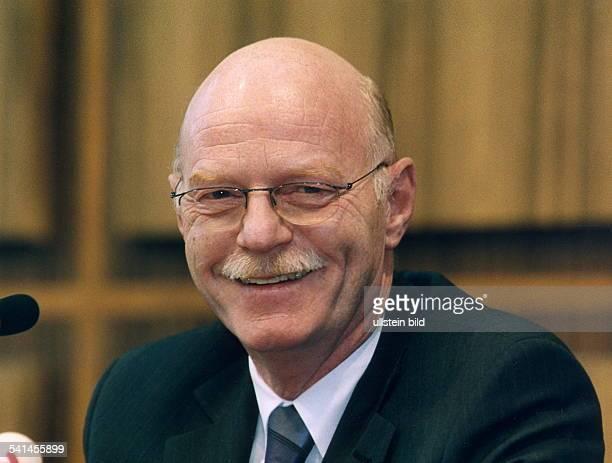 Politiker SPD D Fraktionsvorsitzender der SPD imDeutschen BundestagPorträtJanuar 2001