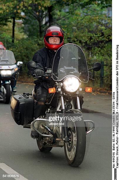 Politiker SPD D Fraktionsvorsitzender der SPD imDeutschen Bundestagauf seinem Motorrad BMW R60R