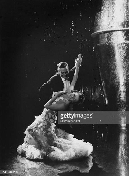 *Schauspielerin Tänzerin D ÖsterreichMit Paul Roschberg im Film 'Es leuchtendie Sterne' in einer TanzszeneR und B Hans ZerlettD 1938E