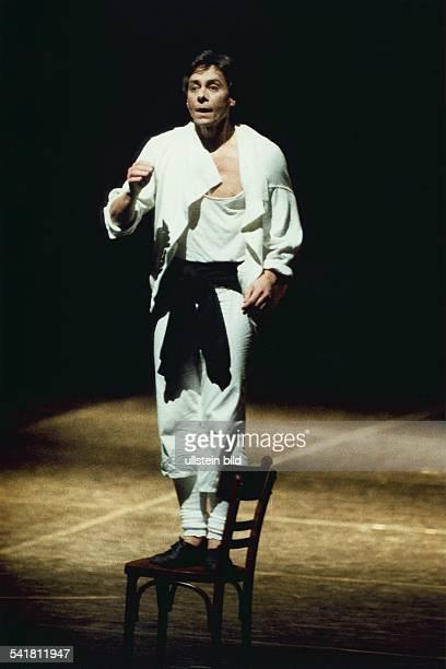 Tänzer Choreograph USA als Tänzer in einer Ballettszene 00021996