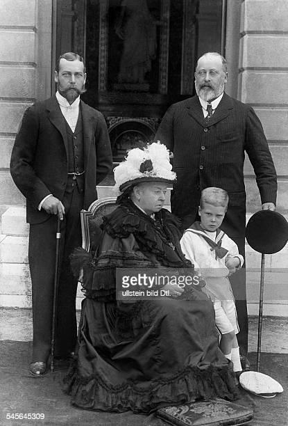 *24051819Victoria Königin von England 18371901Königin Victoria der Prince of Wales sein Sohn Herzog von York und der kleine Prinz Eduard Albert...