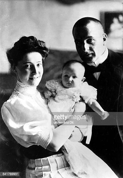 *24071864Schriftsteller Dramatiker Schauspieler Lyriker Dmit seiner Ehefrau Tilly und Tochter Pamela 1907