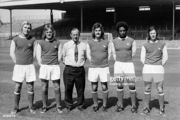 Arsenal new boys David Price Brian Hornsby manager Bertie Mee Brian Chambers Brendan Batson and Liam Brady