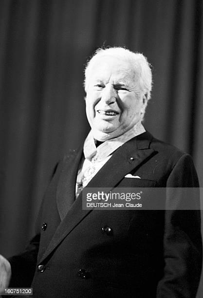 French Distinction For Charlie Chaplin Le 24ème Festival de Cannes se déroule du 12 au 27 mai 1971 lors de la cérémonie d'ouverture attitude...
