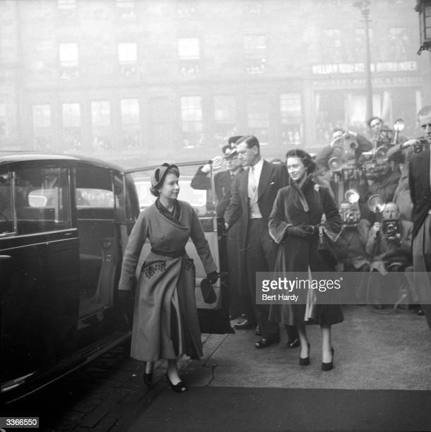 Queen Elizabeth II and Princess Margaret arriving at St Giles's Church in Edinburgh for the wedding of the Earl of Dalkeith son of the Duke of...