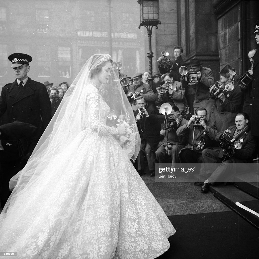 Bride Arrives : News Photo