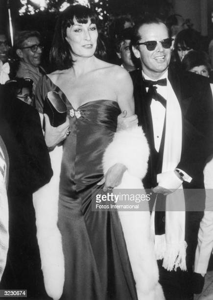 American actors Anjelica Huston and Jack Nicholson arrive at the 58th Academy Awards ceremony Los Angeles Music Center Los Angeles California Huston...