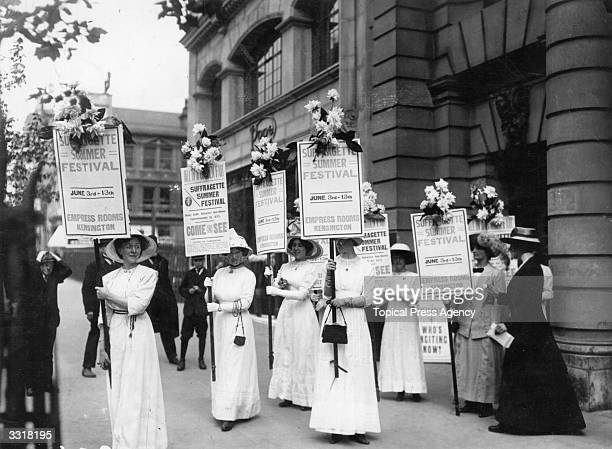 Suffragettes start on a tour of London