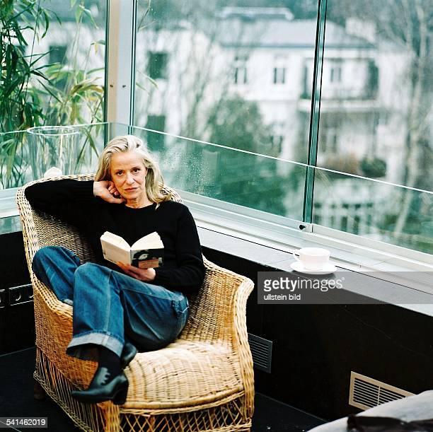 iris von arnim photos et images de collection getty images. Black Bedroom Furniture Sets. Home Design Ideas