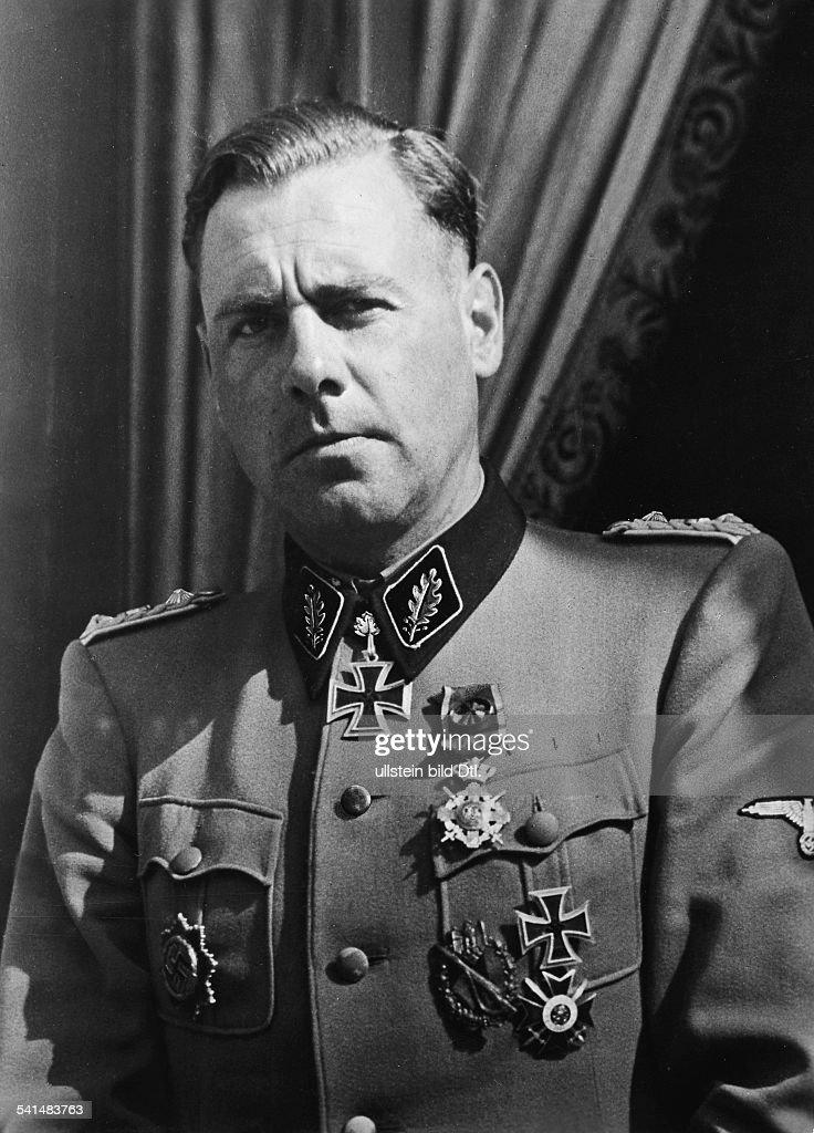 Witt, Fritz: (1908-44) SS-Offizier, Standartenführer 1943 : News Photo