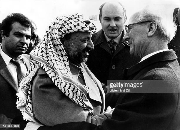 *Poliker SED DDRErster Sekretär des ZK der SED 19711989 Staatsratsvorsitzender 19761989Verabschiedung des PLO Vorsitzenden Yasser Arafat auf dem...
