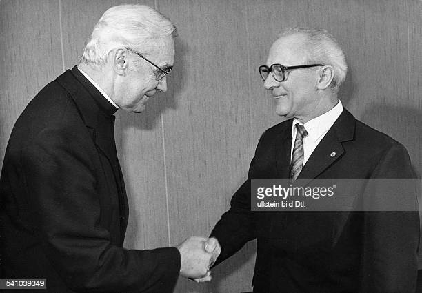 *Poliker SED DDRErster Sekretär des ZK der SED 19711989 Staatsratsvorsitzender 19761989 mit dem Vorsitzenden der Berliner Bischofskonferenz Bischof...