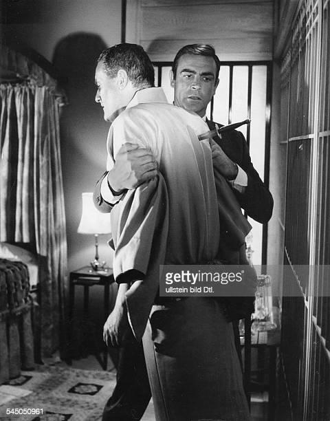 *Schauspieler Grossbritannienals James Bond mit Charles Gray in dem Film 'Man lebt nur zweimal' 1966