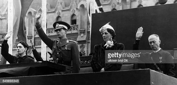 *König von Rumänien 19271930sowie 19401947 mit seiner Mutter Königin Helene Staatschef Marschall Ion Antonescu und dem Führer der Eisernen Garde...