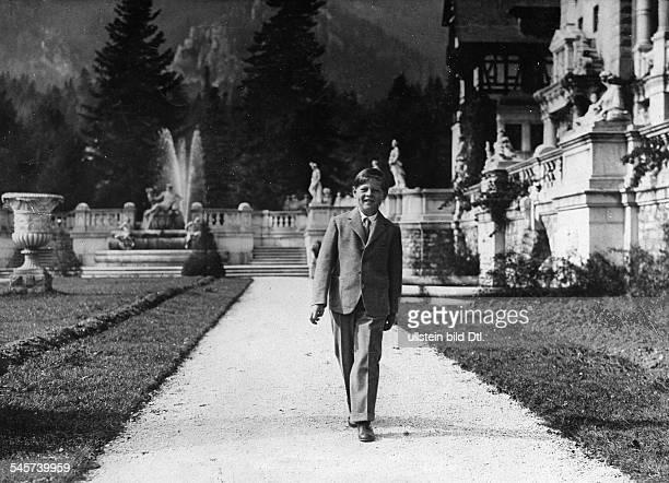 *König von Rumänien 19271930sowie 19401947im Park des königlichen Schlosses 1929