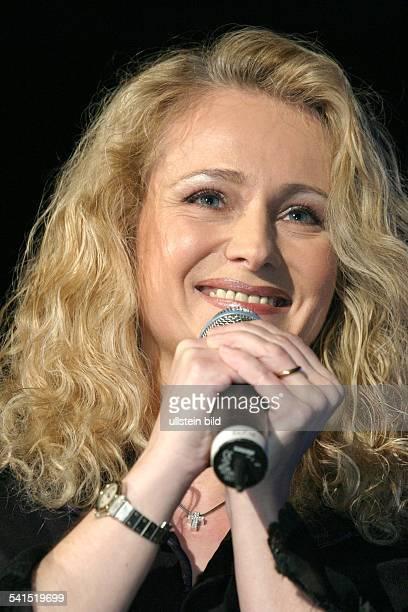 *Sängerin Schlager DAuftritt bei der grossen Schlagerstarparade im Velodrom BerlinPorträt