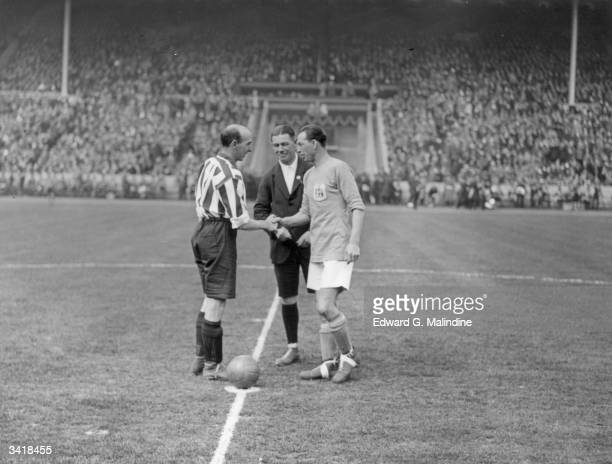Rival team captains shakes hands before the kick off of the FA Cup Final match between Sheffield United and Cardiff City at Wembley Sheffield went on...