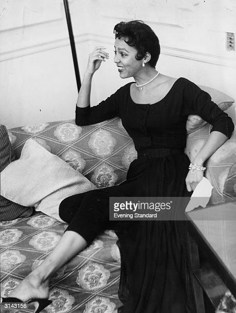 American singer and actress Dorothy Dandridge She received an Academy Award nomination for her role in the 20th Century Fox musical 'Carmen Jones'