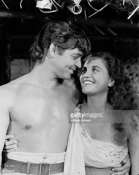 Clark Gable as Fletcher Christian and Mamo Clark as Tehanni a Tahitian woman in a scene from 'Mutiny On The Bounty' directed by Frank Lloyd