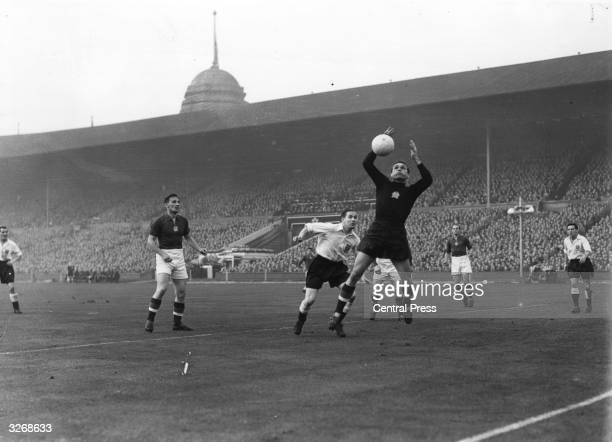 Stan Mortensen challenges Hungarian goalkeeper Gylmar Grosics during an international match between England and Hungary at Wembley Stadium London...
