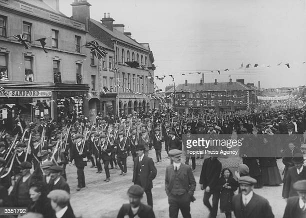 Armed Unionists marching through Portadown in Ulster to demonstrate aginst Home Rule