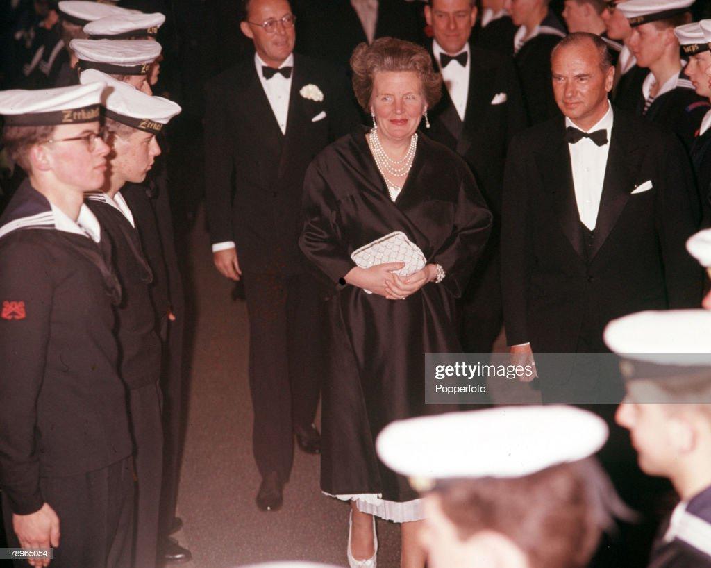 1962. 25th Wedding Anniversary of Queen Juliana and Prince Bernhard of Holland. Queen Juliana and Prince Bernhard come aboard MV Oranje. : News Photo