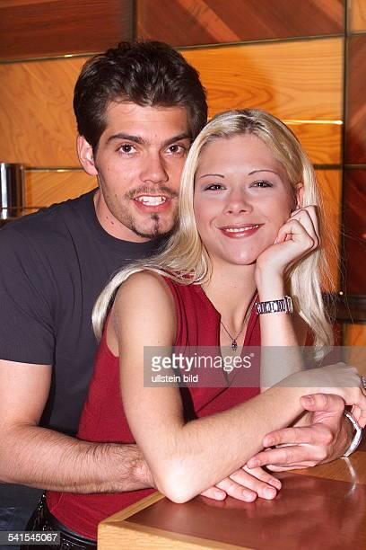 Sportlerin Eiskunstlauf Dmit ihrem Freund dem Schauspieler Daniel Fehlow