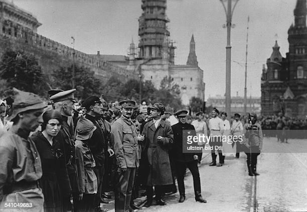 *26101879Politiker UdSSRTrotzki bei einer Parade auf demRoten Platz1919/1920
