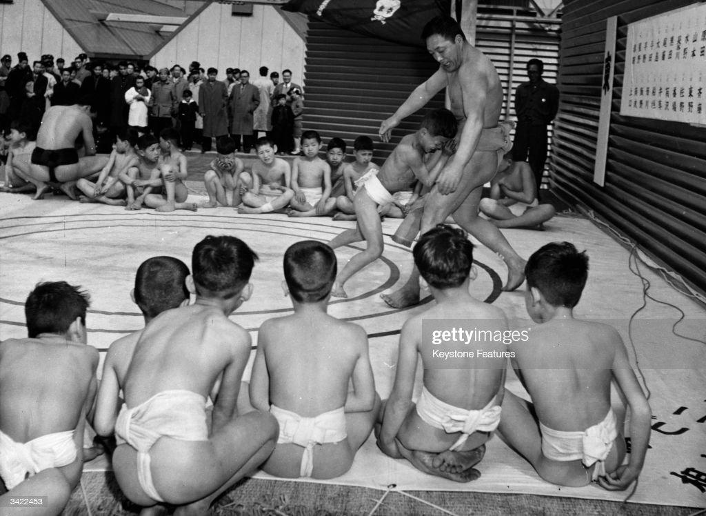 Small Sumo Wrestler : News Photo