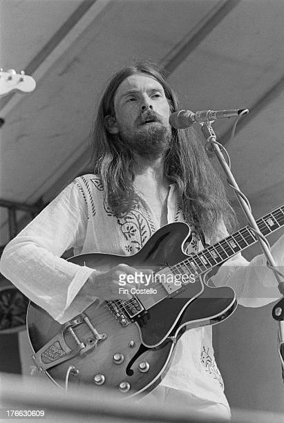 Simon Cowe performs live on stage with Jack The Lad at Reading Festival on 26th August 1973