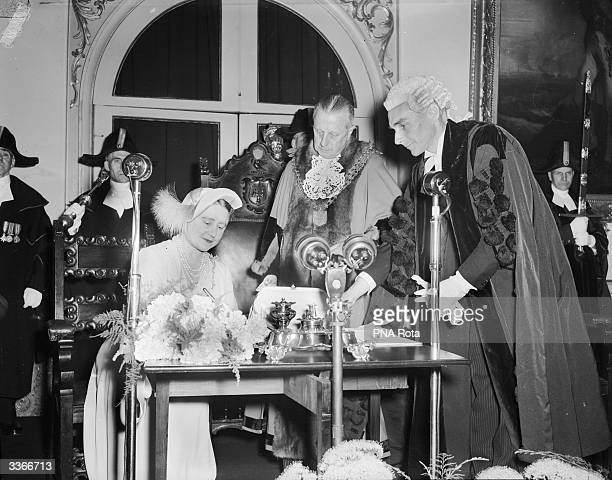 Queen Elizabeth The Queen Mother signing a Declaration of Acceptance of Office granting her the freedom of King's Lynn, during a ceremony held in the...