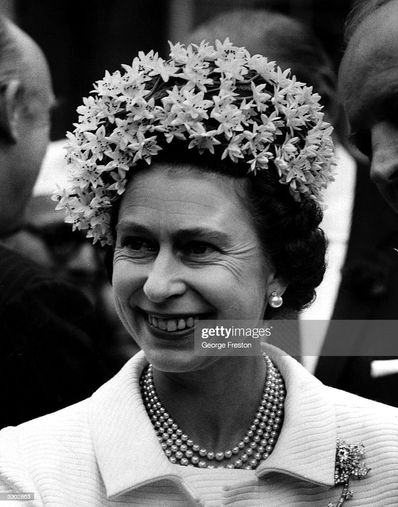 Smiling Queen : News Photo
