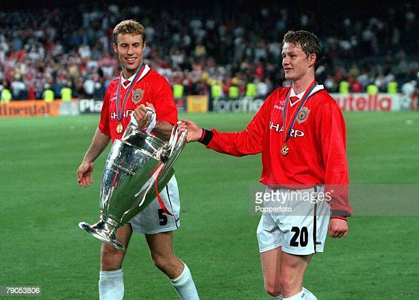 26th MAY 1999 UEFA Champions League Final Barcelona Spain Manchester United 2 v Bayern Munich 1 Manchester United's Ronny Johnsen and Ole Gunner...