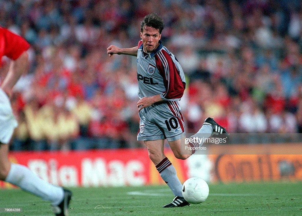 26th MAY 1999. UEFA Champions League Final. Barcelona, Spain. Manchester United 2 v Bayern Munich 1. Bayern Munich's Lothar Matthaus passes the ball. : News Photo