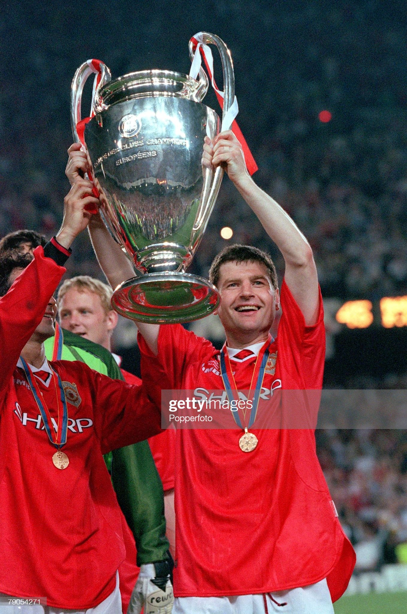 26th MAY 1999. UEFA Champions League Final. Barcelona, Spain. Manchester United 2 v Bayern Munich 1. Manchester United's Denis Irwin lifts the European trophy. : News Photo