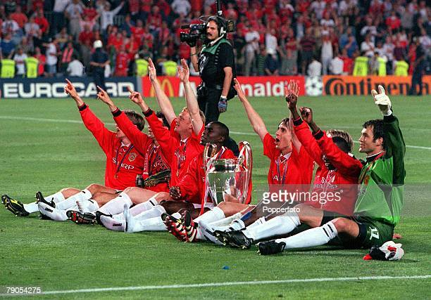 26th MAY 1999 UEFA Champions League Final Barcelona Spain Manchester United 2 v Bayern Munich 1 Manchester United players celebrate with the trophy...
