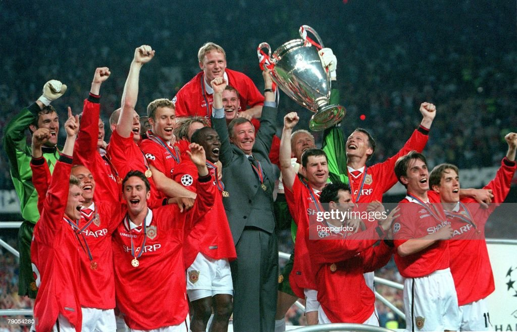 26th MAY 1999. UEFA Champions League Final. Barcelona, Spain. Manchester United 2 v Bayern Munich 1. The Manchester United team and manager Alex Ferguson celebrate with the European Cup trophy at the end of the match : News Photo