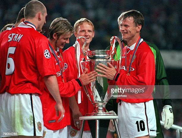 26th MAY 1999 UEFA Champions League Final Barcelona Spain Manchester United 2 v Bayern Munich 1 Manchester United's David Beckham and Teddy...
