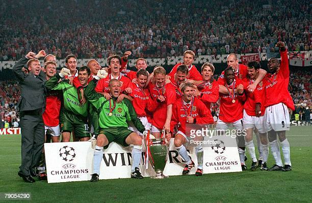 26th MAY 1999 UEFA Champions League Final Barcelona Spain Manchester United 2 v Bayern Munich 1 Manchester United team celebrate with the European...