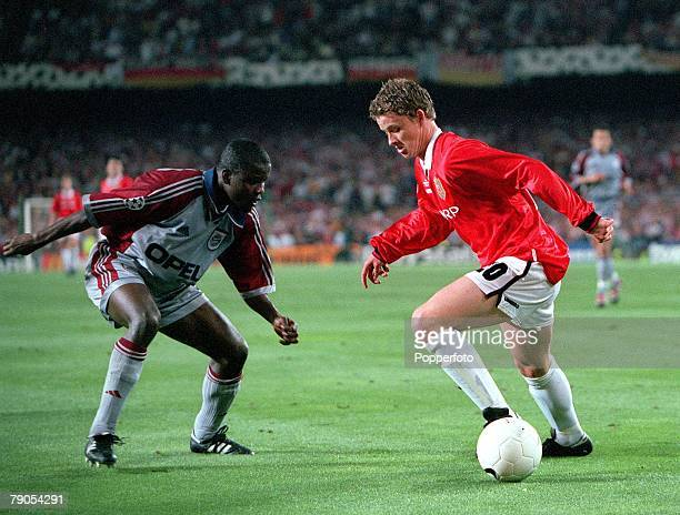26th MAY 1999 UEFA Champions League Final Barcelona Spain Manchester United 2 v Bayern Munich 1 Manchester United's Ole Gunnar Solskjaer takes on...